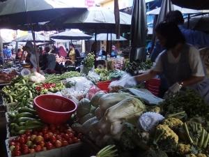 ไม่คึกคัก! ถือศีลอดวันแรกที่ตลาดสดปัตตานี ประชาชนออกจ่ายตลาดยังเงียบเหงา