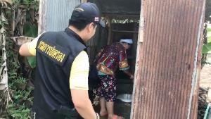 กระเจิง! จนท.บุกจับบ่อนกลางสวนชายแดนแม่สาย เซียนหนีซุกห้องน้ำ-ลงทุ่ง