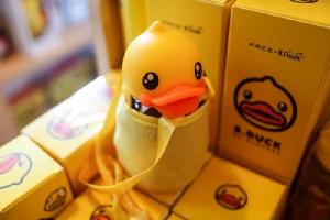 """ครอบครัวเป็ดจัมโบ้ท่าสวัสดี """"B.Duck Pop Up Store"""" ที่แรกและที่เดียวในไทย"""