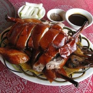เป็ดย่างอี้เหลียง/เป็ดย่างยูนนาน ขอบคุณภาพจาก http://travel.qunar.com/p-oi13590111-yiliangkaoya