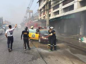 ร้อนจัด!? ไฟไหม้ห้องเครื่องรถตำรวจทางหลวงกลางถนนเชียงใหม่