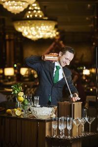 """สังสรรค์หลังเลิกงานกับ """"อะเปอริติโว"""" ค็อกเทลฟรีโฟลว์รสชาติดี  ณ เดอะ ล็อบบี้ เลานจ์ โรงแรม แบงค็อก แมริออท มาร์คีส์ ควีนส์ปาร์ค"""