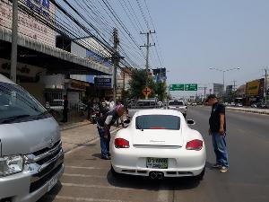 บุกอายัดรถหรู-รวบเสี่ยร้านอะลูมิเนียมชื่อดังกลางเมืองพิษณุโลกนายทุนปล่อยกู้ดอกเบี้ยโหด (ชมคลิป)