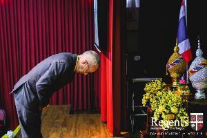 ร.ร.นานาชาติรีเจ้นท์กรุงเทพฯ จัดพิธีถวายเครื่องราชสักการะวางพานพุ่มถวายพระพรชัยมงคล เนื่องในโอกาสมหามงคลพระราชพิธีบรมราชาภิเษก