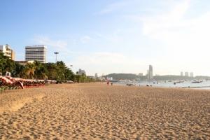 ชายหาดพัทยาหลังการถมทรายเพิ่มพื้นที่ริมทะเล