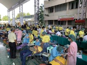 """ชาวเพชรบุรีปลื้มใจหมอ ตรวจรักษาคัดกรองคนไข้กว่า 30,000 ราย """"โครงการหน่วยแพทย์อาสาเฉลิมพระเกียรติ ร.10"""""""