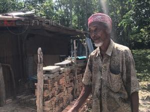 ชายชราพร้อมลูก 8 คนอาศัยขนำเก่า วอนสังคมช่วยเหลือหวังมีที่อยู่อาศัยในบั้นปลายชีวิต