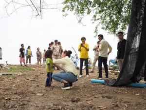 หลายหน่วยงานผนึกกำลังเข้าช่วยเหลือชาวกำแพงแสน หลังถูกพายุถล่มเกือบ 100 หลังคาเรือน