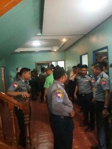 """พม่าบุกจับบ่อนออนไลน์กลางเมืองท่าขี้เหล็ก พบคนจีนตรึม """"ยาเสพติด-อาวุธ"""" อีกเพียบ"""