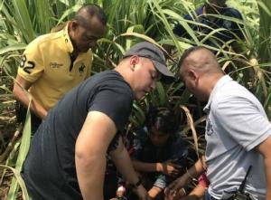 ป.ล้อมจับ 3 คนงานพม่า รุมปาดคอเพื่อนร่วมชาติตายสยอง