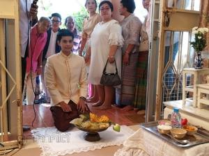 ฮือฮา! สาวทอมจัดงานแต่งแฟนสาวตามประเพณีไทย ท่ามกลางความยินดีของญาติพี่น้อง