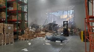 ระทึก! เครื่องบิน F-16 ร่วงใส่ 'โกดังสินค้า' ในแคลิฟอร์เนีย นักบินดีดตัวรอดหวุดหวิด