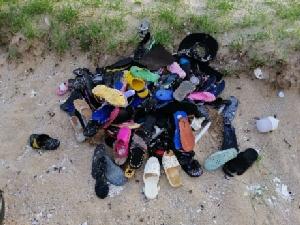 มาอีกเพียบขยะทะเลถูกคลื่นซัดเกลื่อนหาดแม่รำพึง คราวนี้มีทั้งขวด รองเท้า และปลาตาย