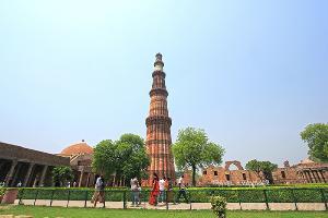 "Incredible India : โลก 2 ใบใน ""เดลี"" ประตูสู่แดนอัศจรรย์/ปิ่น บุตรี"
