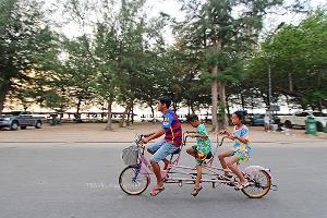 ช่วยกันถีบจักรยานสามัคคี