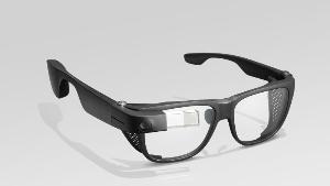 Glass Enterprise Edition 2 ปรับปรุงกล้องเพื่อการรับชมวิดีโอและสตรีมสดได้ดีขึ้น ขณะเดียวกันก็เพิ่มพอร์ต USB-C สำหรับการชาร์จที่รวดเร็วกว่าเดิม