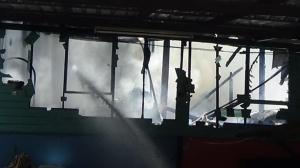 ไฟไหม้บ้านสาวใหญ่วอดทั้งหลัง โชคยังดีไม่มีผู้เสียชีวิตและบาดเจ็บ
