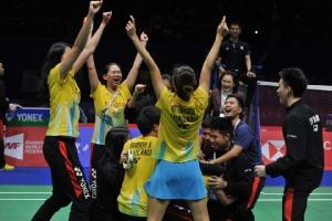 """สุดจริง! ภาพแห่งชัยชนะ ทีมขนไก่ไทยคว่ำโสมขาว ศึก """"สุธีรมานคัพ"""""""