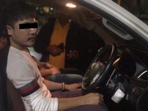 รวบ 2 หนุ่มลักรถ ทำทีซื้อดาวน์ก่อนสลับกุญแจ ขับหนีไปต่อหน้าเจ้าของ