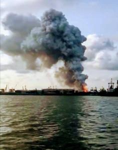 """คพ. เผยพบสาร """"ฟอร์มาลดีไฮด์"""" เกินมาตรฐานในอากาศ อ.ศรีราชา หลังเพลิงไหม้ในท่าเทียบเรือเอ 2"""