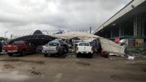 เละ!! พายุฝนลมแรงกระหน่ำตัวเมืองจันท์ ทำเต็นท์งานวิถีจันท์ฯ ล้มทำรถยนต์เสียหายหลายคัน