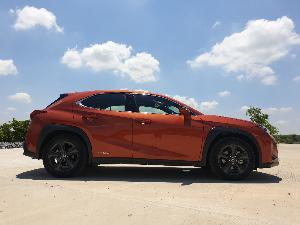 Lexus UX เล็กดี ขับสนุก ลูกเล่นล้น แต่! งบ2ล้าน+