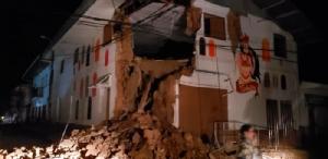 <i>ภาพที่เผยแพร่โดยพนักงานดับเพลิงของเปรู  แสดงให้เห็นความเสียหายบางส่วนซึ่งเกิดขึ้นในเมืองยูริมากวซ ประเทศเปรู เมื่อวันอาทิตย์ (26 พ.ค.) ภายหลังเกิดแผ่นดินไหวระดับ 8.0 </i>