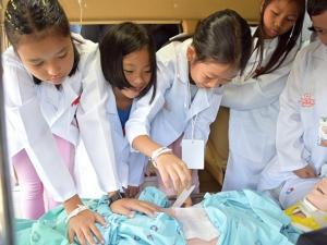 รพ.ตรังรวมแพทย์นำเด็กร่วมกิจกรรมสุดสนุก ในโครงการ TRP Doctor Camp