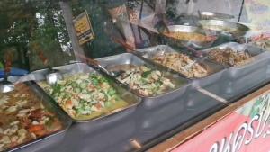 หนุ่มร้านข้าวแกงใจบุญจัดโปรฯ ให้คนชรา คนท้อง คนพิการ และยากไร้ กินฟรี