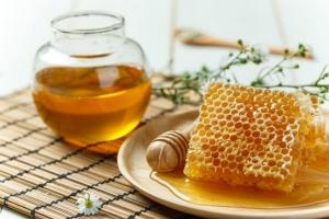 น้ำผึ้งบำรุงปอด ละลายเสมหะ ขอบคุณภาพจาก https://healmom.com/emotional/