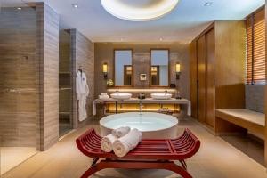 ห้องอาบน้ำ Deluxe Suite