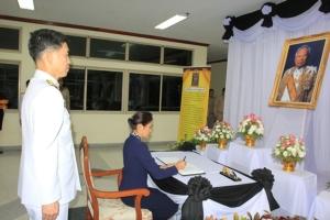 ผวจ.ระยอง นำส่วนราชการ-ประชาชน ลงนามแสดงความอาลัย พล.อ.เปรม ติณสูลานนท์