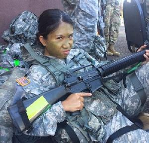 """""""สิบเอกหญิงสุพิชฌา"""" สาวไทยร่างเล็กผงาดในกองทัพสหรัฐฯ"""
