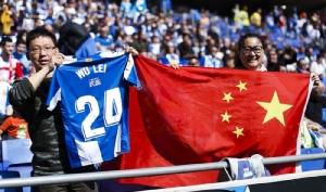 แฟนบอลชาวจีน ตามไปเชียร์ถึงขอบสนามที่สเปน