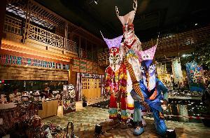 """""""7 Wondrous Dining"""" มหัศจรรย์กับสรวงสวรรค์ของนักชิม อลังการกับ 7 โซนอาหารนานาชาติที่คัดสรรมาให้ลิ้มลอง พร้อมเสิร์ฟให้ทุกคนสัมผัสแล้ววันนี้ที่ """"ไอคอนสยาม"""" ถ.เจริญนคร"""