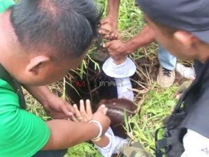บุกทลายบ่อนกลางป่าละเมาะในเชียรใหญ่ นักพนันเผ่นกระเจิงจับได้กว่า 30 หนีอื้อ