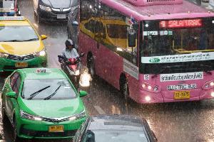"""""""อัศวิน"""" สรุปเหตุฝนตกวานนี้ หลายพื้นที่ปริมาณฝนเกิน 100 มิลลิเมตร ระบายช้าจนน้ำท่วมขัง"""