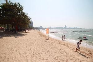 เสร็จแล้ว โครงการต้นแบบเสริมทรายชายหาดพัทยา แก้ปัญหาน้ำทะเลกัดเซาะ