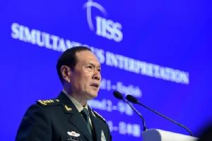 <i>รัฐมนตรีกลาโหม เว่ย เฟิ่งเหอ ของจีน กล่าวปราศรัยในเวทีประชุม แชงกรีลา ไดอะล็อก ที่สิงคโปร์ วันที่ 2 มิถุนายน </i>