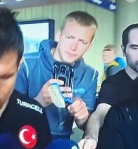 """ทางการ """"ตุรกี"""" ประฌาม!! ไอซ์แลนด์ปล่อย """"แปรงขัดส้วม"""" ยื่นสัมภาษณ์นักเตะ"""