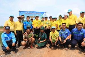 """ร่วมปลูกต้นไม้ กิจกรรมในโครงการ """"1 ตำบล 1 ป่าชุมชน"""""""