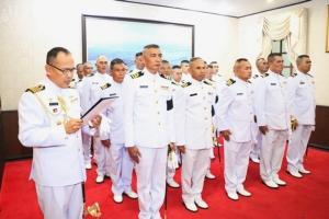 วันแห่งเกียรติยศ! ฐานทัพเรือสัตหีบประดับเครื่องหมายเลื่อนยศนายทหาร