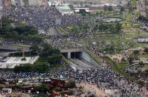 ตำรวจปราบจลาจลฮ่องกงยิงแก๊สน้ำตา-สเปรย์พริกไทยใส่ผู้ประท้วง