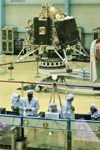 In Pics&Clips: อินเดียเผยโฉมยานอวกาศใหม่ เตรียมส่งไปลงจอดบนดวงจันทร์เป็นครั้งที่2กลางเดือนก.ค.