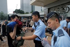 In Clips: ประท้วงเดือดฮ่องกง ปราบจลาจลปะทะผู้ประท้วง แค่เช้านี้เจ็บแล้ว 79 สถานราชการรัฐปิด