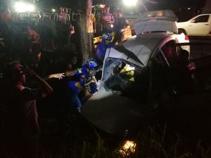 รถเก๋งเสียหลักพุ่งชนต้นไม้ริมถนนเอเชียพื้นที่สงขลา บาดเจ็บ 2 ราย