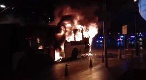 ระทึกกลางกรุง เพลิงไหม้รถปรับอากาศ ขสมก.สาย 76 หนีตายวุ่น-ไร้คนเจ็บ