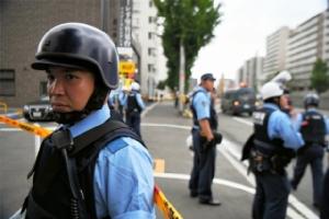 ญี่ปุ่นปิดเมืองล่าคนร้ายแทงตำรวจเจ็บสาหัสที่โอซากา (ชมคลิป)