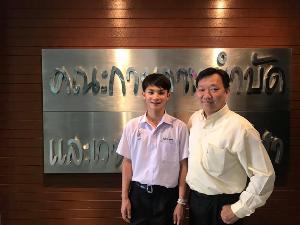 (จากซ้าย) สมชาย กับ ดร.วรชาติ เฉิดชมจันทร์