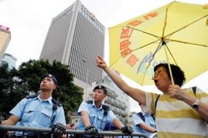 ผู้ประท้วงชาวฮ่องงกงทุกวัยเข้าร่วมการประท้วงต่อต้านกฎหมายส่งตัวผู้ร้ายข้ามแดน ภาพวันที่ 17 มิ.ย. ภาพวันที่ 17 มิ.ย.  (ภาพ รอยเตอร์ส)